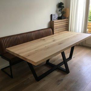 Eettafel van 200x90 cm van eikenhouten schouwbinten mat gelakt